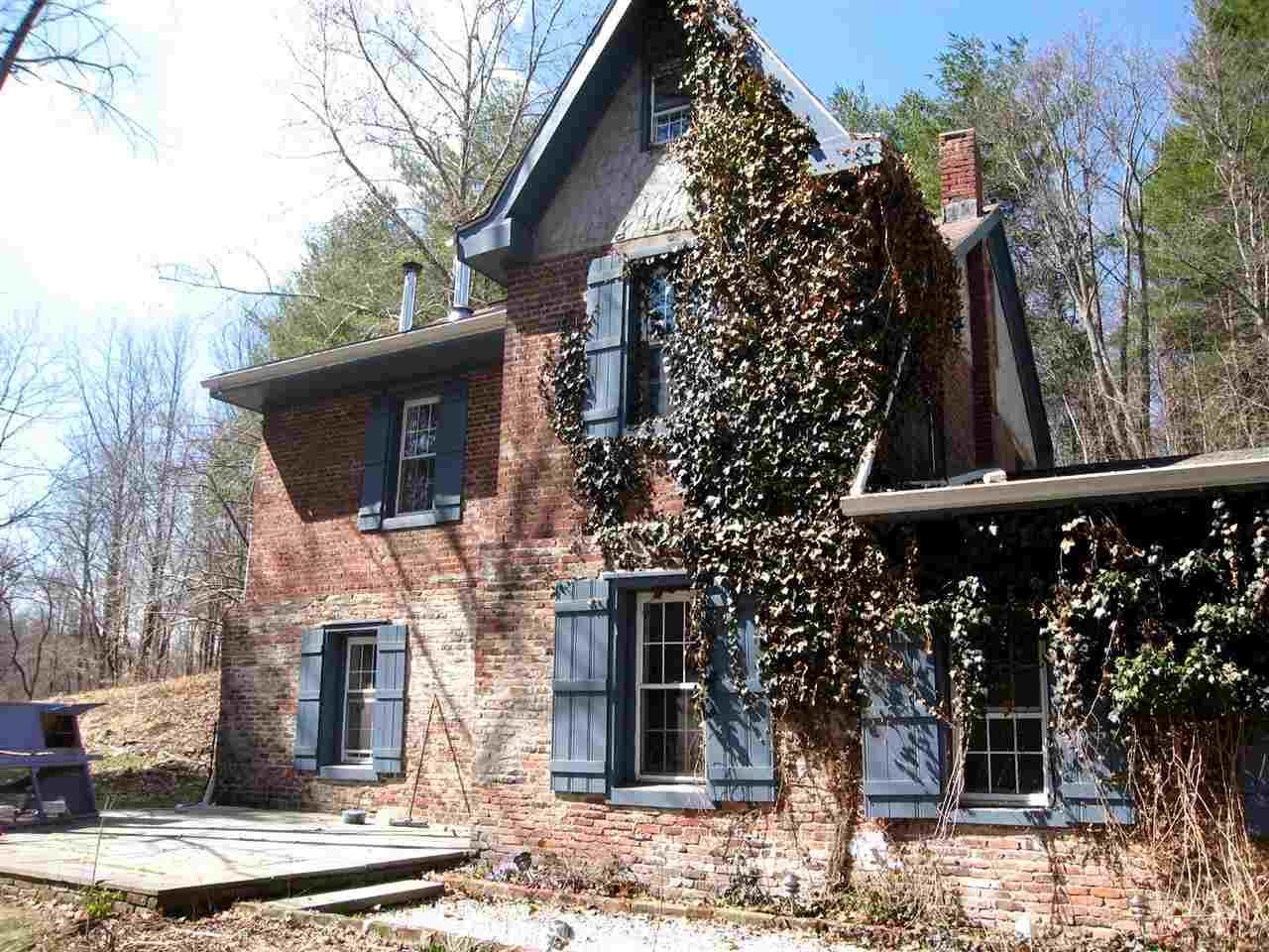 Brick farmhouse art studio in rosendale 425 000 upstater for Farmhouse brick