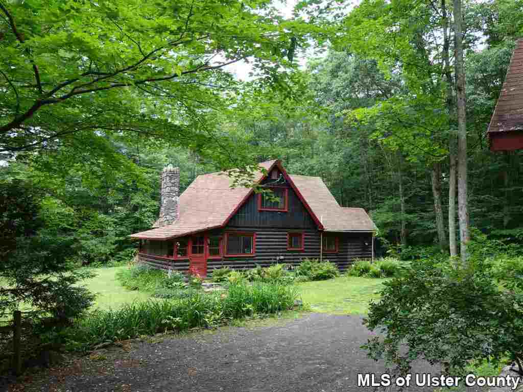 Woodsy log cabin in chichester 220 000 upstater for Log cabins in ny