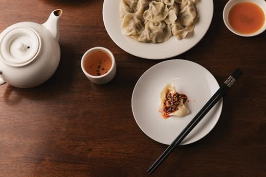 FOOD_Pork-dumplings-with-spicy-sauce
