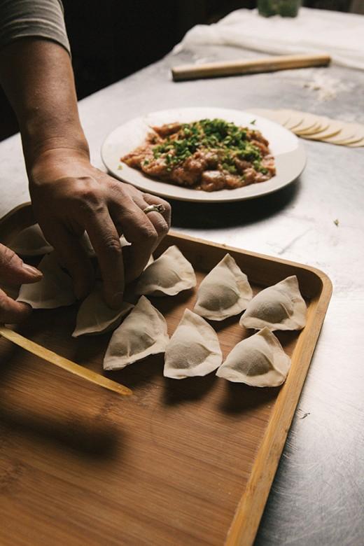 FOOD_Preparing-an-order-of-dumplings