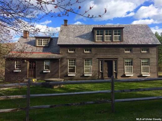 Colonial Farmhouse Daley Farm Has Four