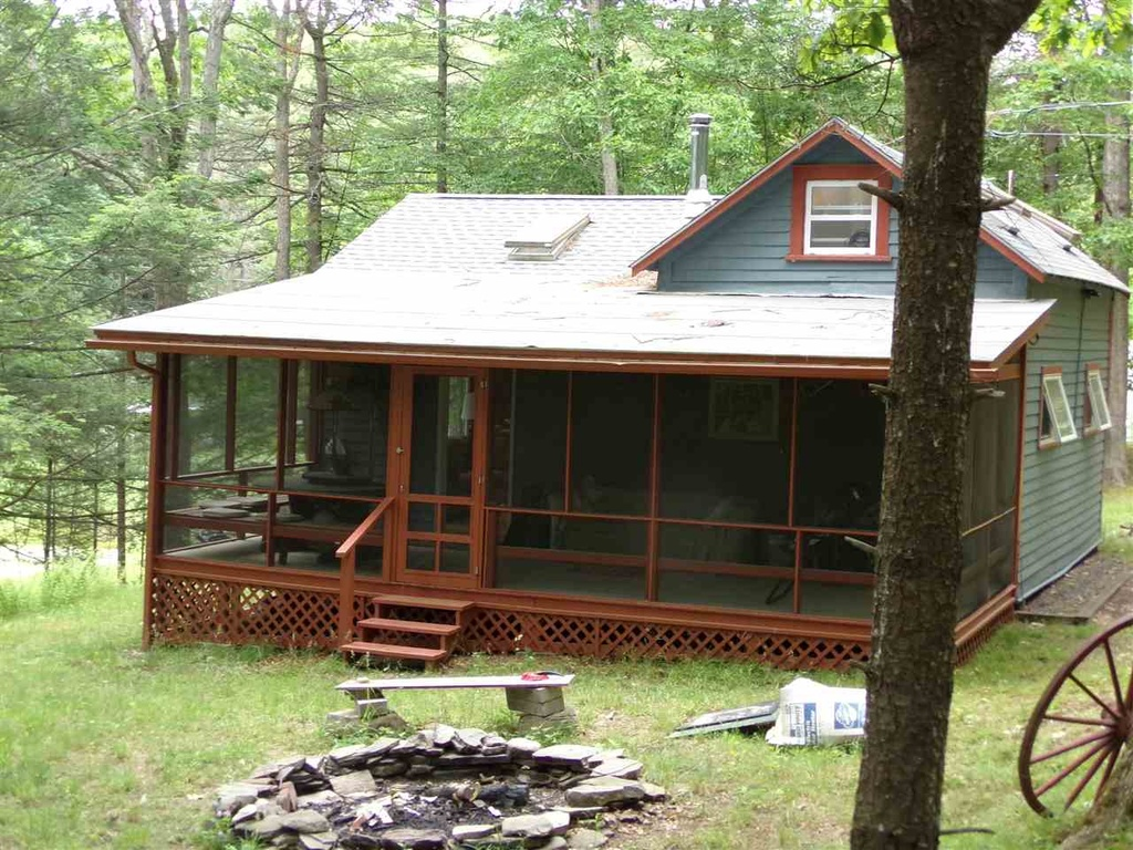 Spend 75 Of The Year In This Catskills Bungalow Two Hours