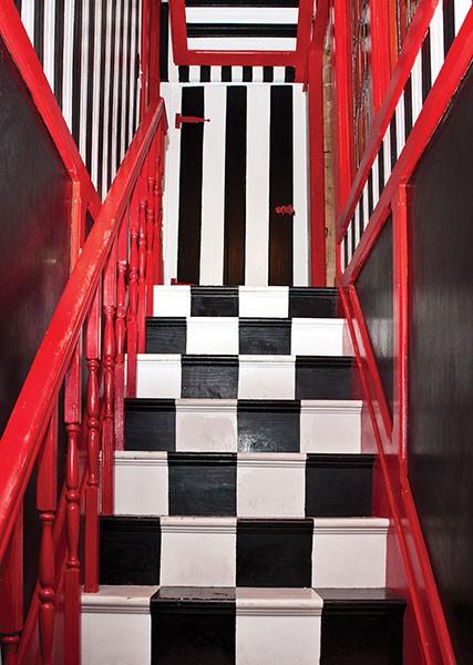 house_checkstairs