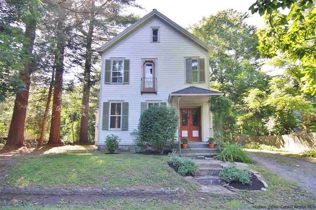 Vintage rosendale ny farmhouse for sale ulster county for Tiny house for sale hudson valley