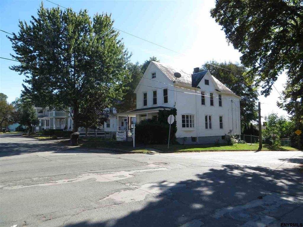 Troy ny colonial for sale rensselaer county upstate hudson valley for Spring garden troy ny