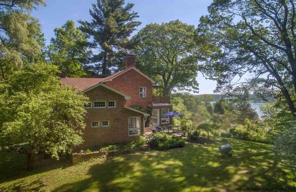 hudson riverfront cottage for sale