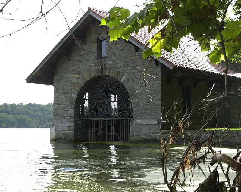 boathouse on esopus islan