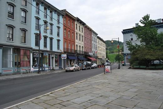 800px-West_Strand_Street_Kingston,_NY
