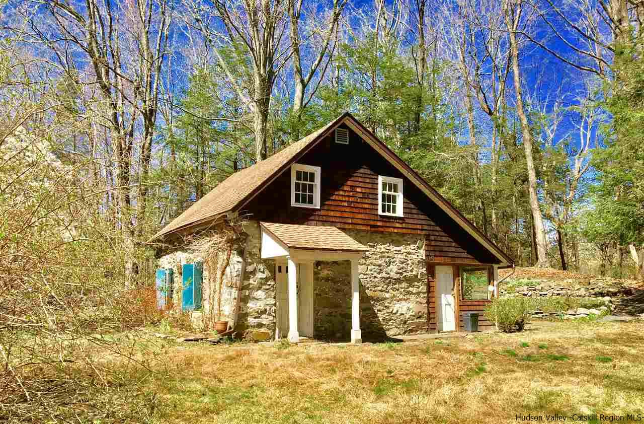 Former Stone School House Turned Cottage In Stone Ridge