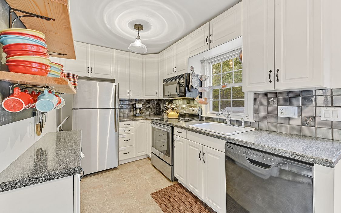 Putnam County NY Lakefront Cottage For Sale