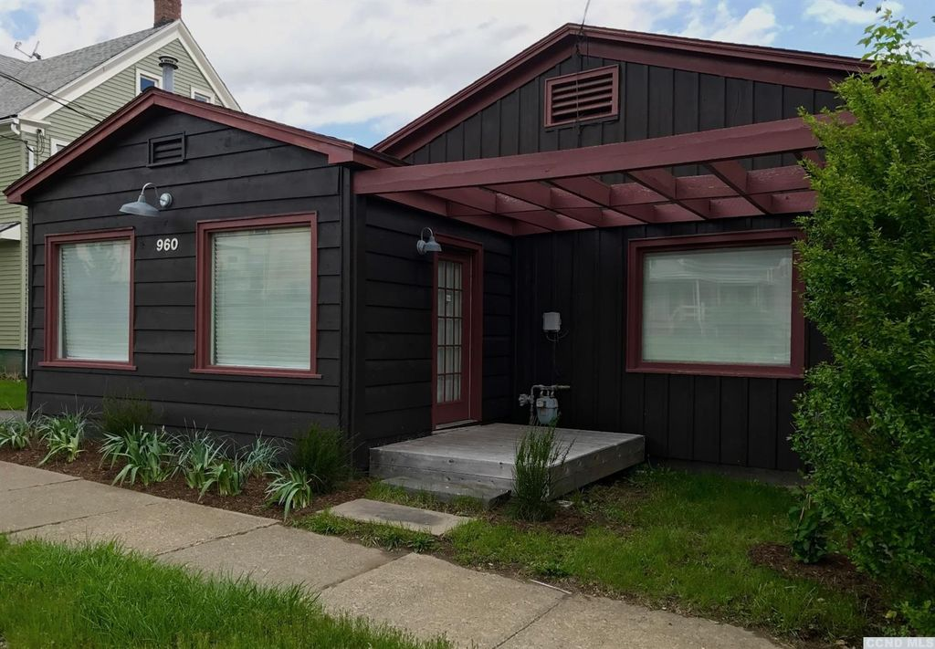 Hudson NY Cottage For Sale