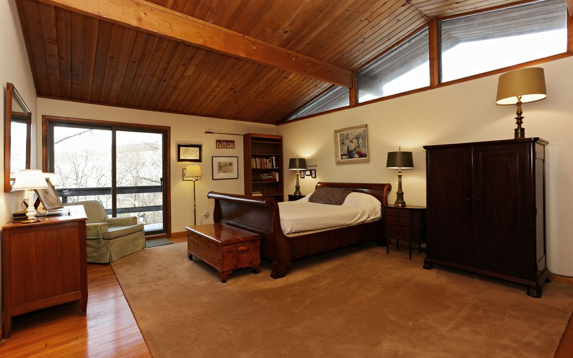 Mid Century Modern Ranch In Garrison Ny With Vaulted Ceilings