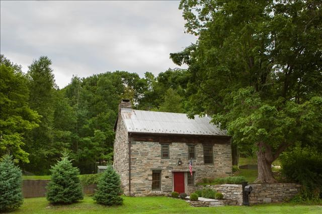 Fine Pawling Ny Stone House On 2 2 Acres Near Metro North Home Remodeling Inspirations Genioncuboardxyz