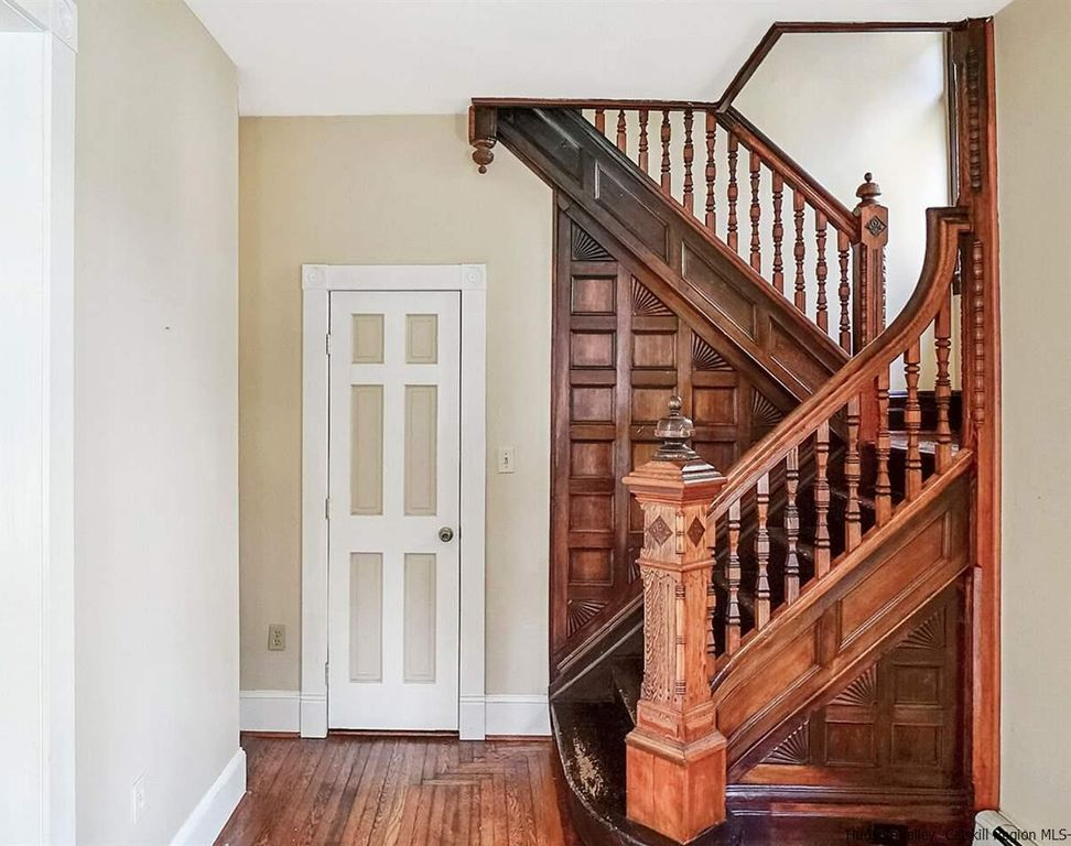 Pick This Victorian Home In Kingston Ny 299 9000