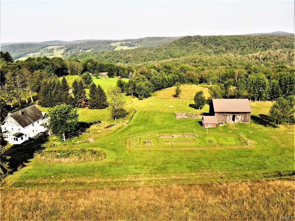 livingston manor farmhouse