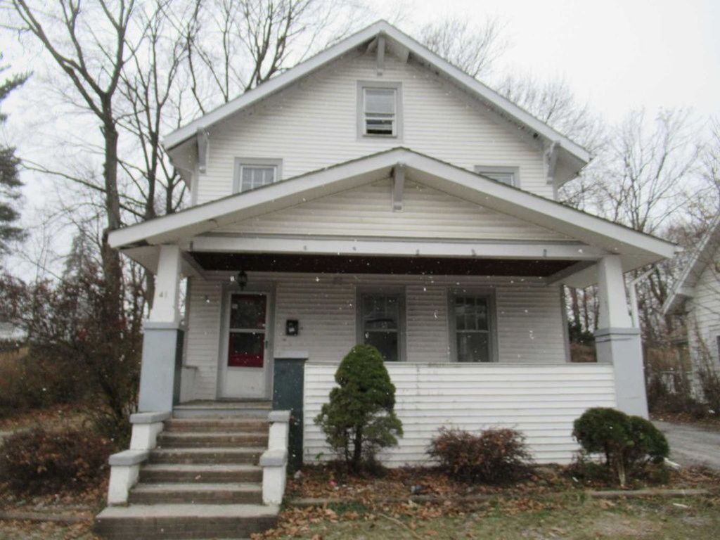 Poughkeepsie Craftsman In Need Of Remodel Close To Parks