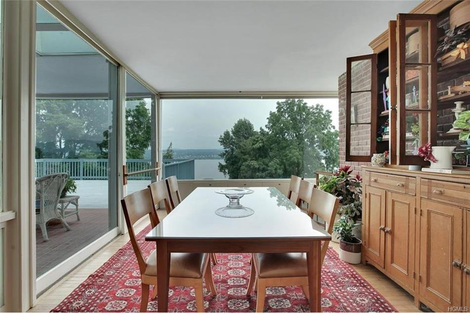 Glass House In Newburgh Ny With Panoramic Hudson Views