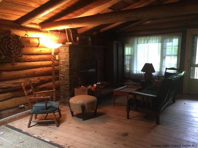 Phoenicia Log Cabin
