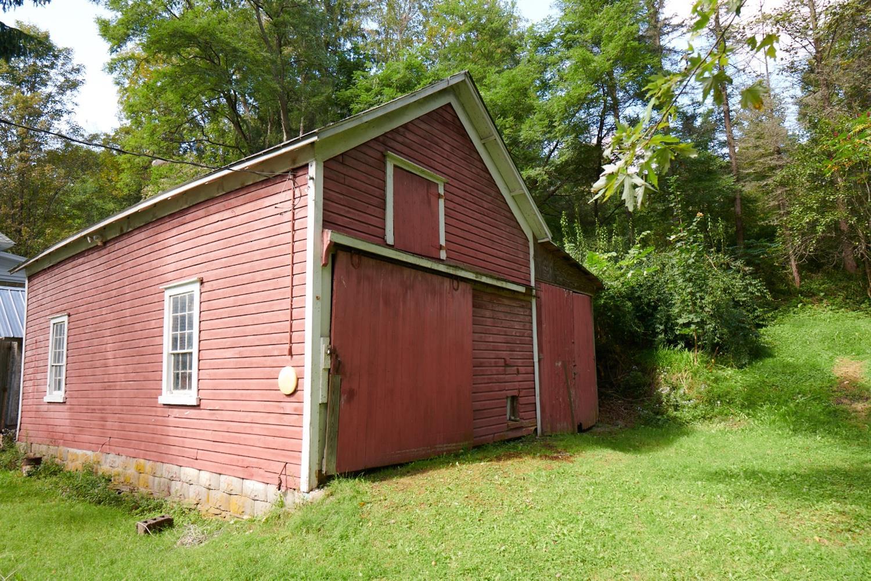 hamden farmhouse